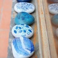 El arte de pintar la naturaleza en piedras