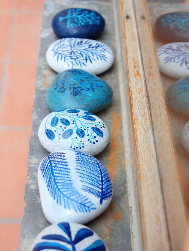 pintar-piedras-plantas-marinas