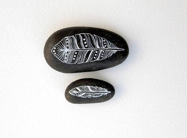 pintar-piedras-plumas-naturaleza
